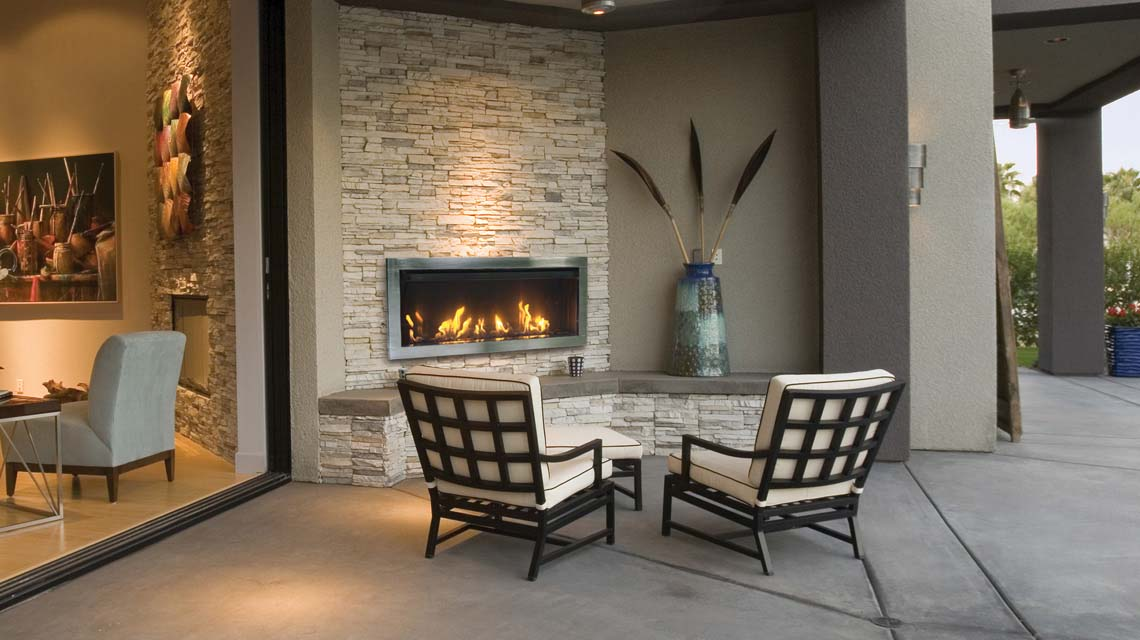 Outdoor fireplace - Sierra Flame